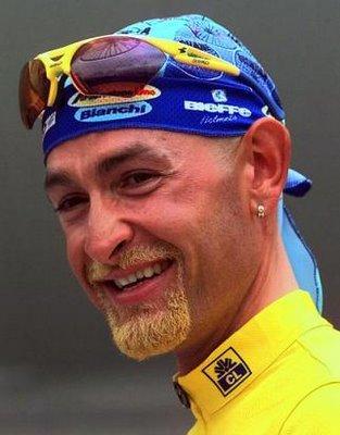 pantani-felice-con-la-maglia-gialla-del-1998bmp