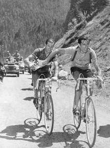 (Bartali e Coppi nel famoso scambio al Tour 1952)